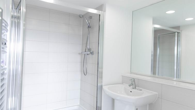 Bright bathroom at The Atrium Apartments - Citybase Apartments