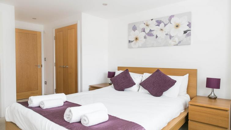 Double bed at The Atrium Apartments - Citybase Apartments