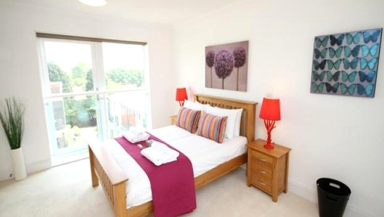 Bright bedroom in Scholars Walk Penthouse Apartment - Citybase Apartments