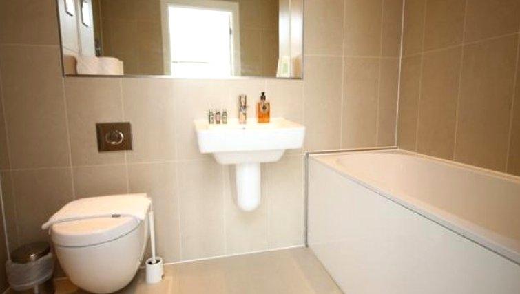 Bathroom in Scholars Walk Penthouse Apartment - Citybase Apartments