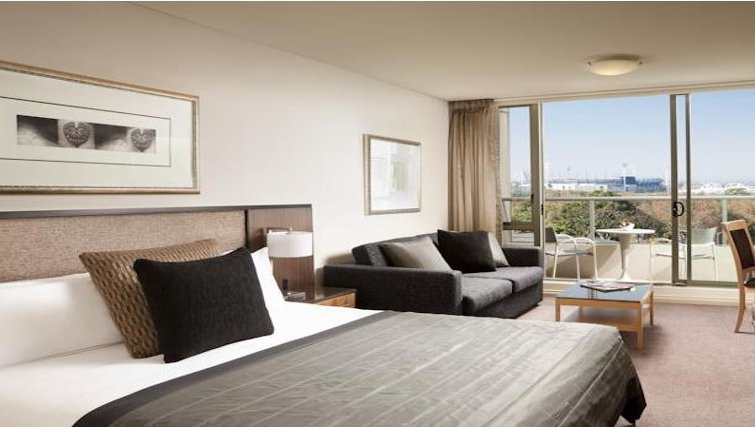 Spectacular bedroom in Quay West Suites Melbourne - Citybase Apartments