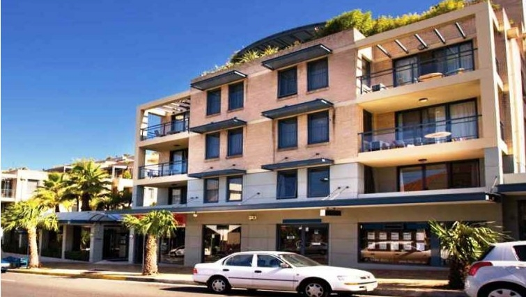 Stately exterior of Adina Apartment Hotel Coogee - Citybase Apartments