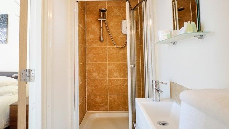 Bathroom at Hanbury Street Apartments - Citybase Apartments