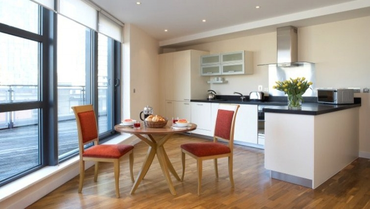 Bright living area in Marlin Canary Wharf Apartments - Citybase Apartments