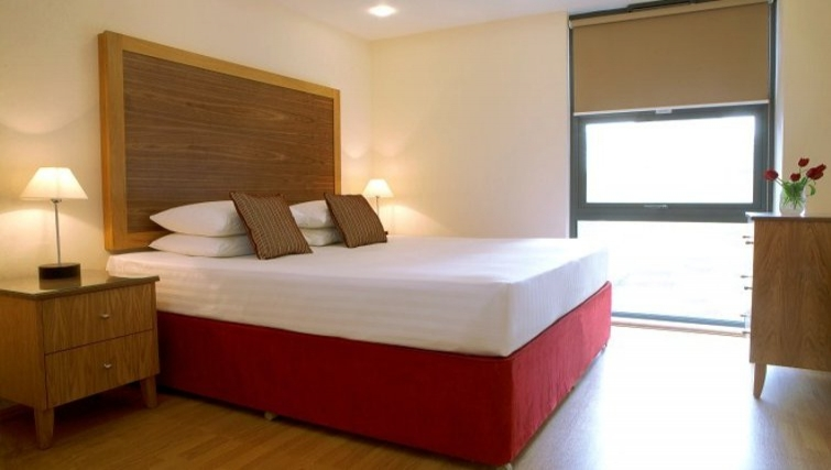 Stunning bedroom in Marlin Canary Wharf Apartments - Citybase Apartments