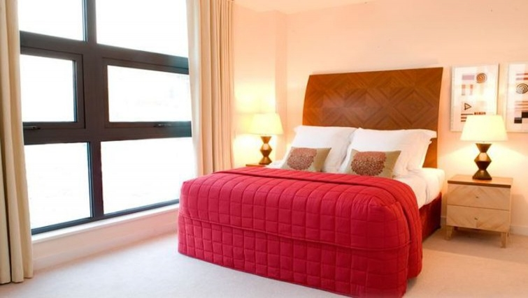 Delightful bedroom in Marlin Canary Wharf Apartments - Citybase Apartments