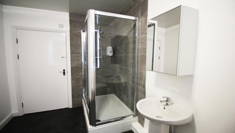 Bright bathroom in Croydon High Street Apartments - Citybase Apartments