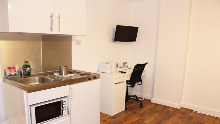 Compact kitchen in Croydon High Street Apartments - Citybase Apartments