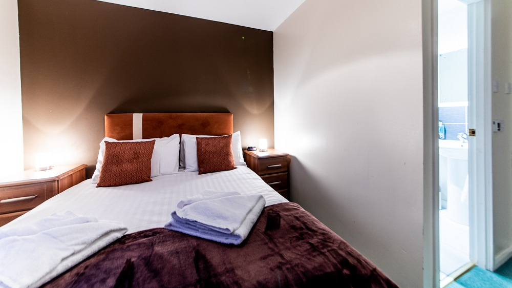 Double bed at The Spires Aberdeen - Citybase Apartments
