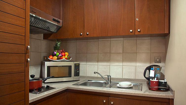 Classic kitchen in Al Rawda Arjaan Apartments - Citybase Apartments