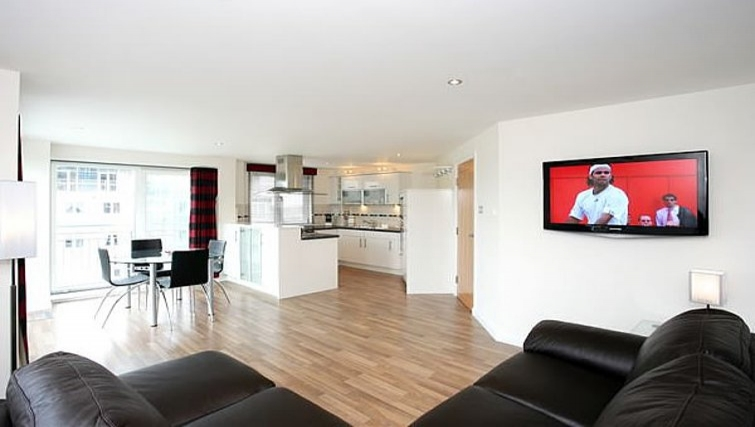 Spacious living area in Kepplestone Manor - Citybase Apartments