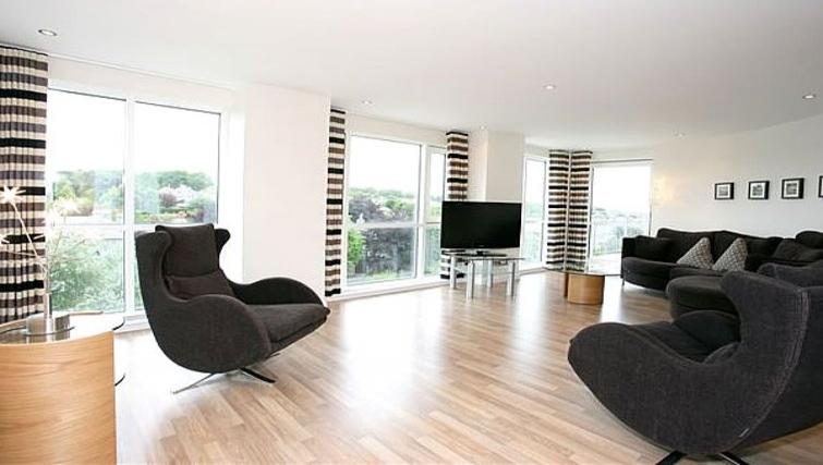 Open plan living area at Kepplestone Manor - Citybase Apartments