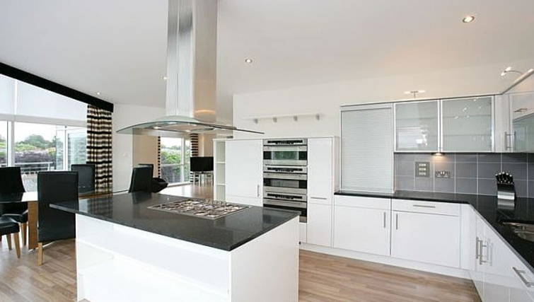 Spacious kitchen at Kepplestone Manor - Citybase Apartments