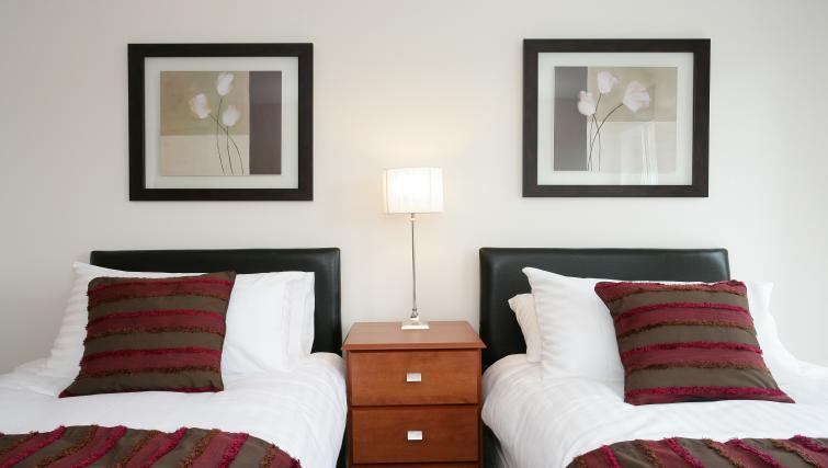 Twin bedroom at Kepplestone Manor - Citybase Apartments