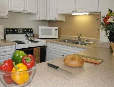 Serene kitchen in West Huron Street Apartments - Citybase Apartments