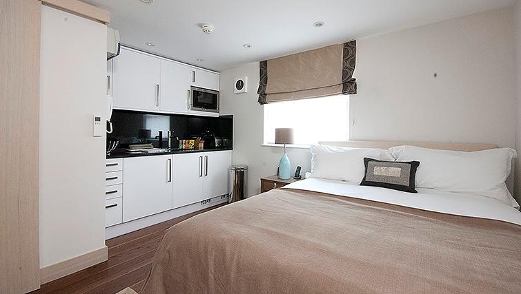 Open plan bedroom/kitchen at Claverley Court Apartments - Citybase Apartments