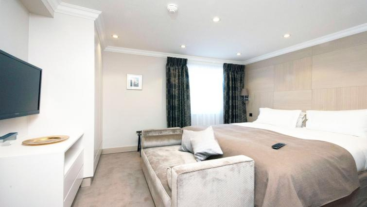 Beautiful bedroom at Claverley Court Apartments - Citybase Apartments
