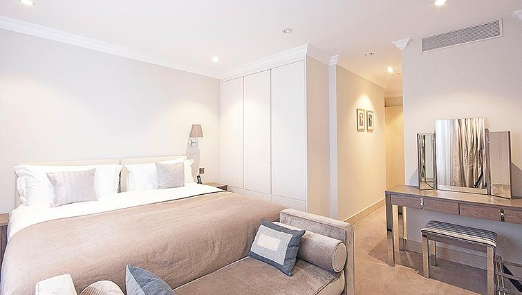 Modern bedroom at Claverley Court Apartments - Citybase Apartments