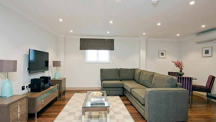 Beautiful living area in Claverley Court Apartments - Citybase Apartments