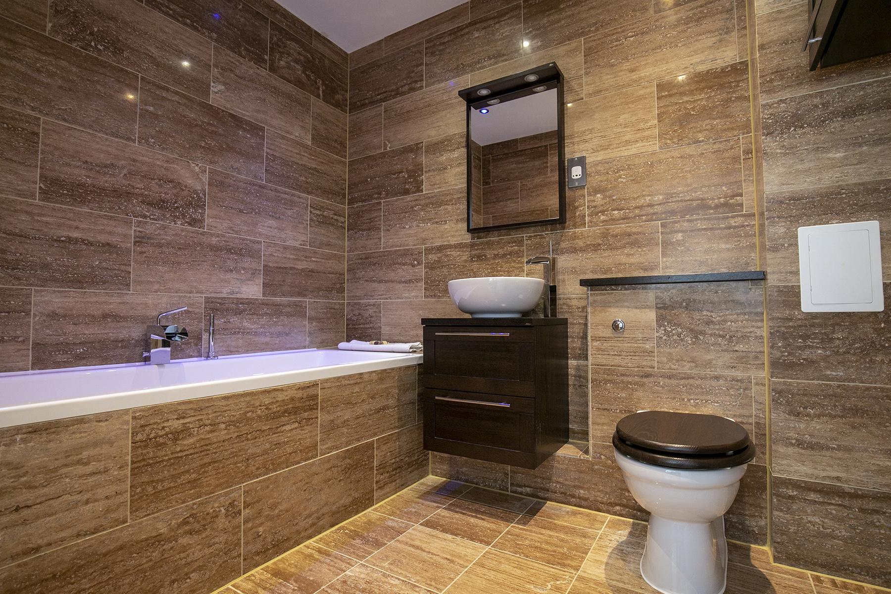 Bath at Wallis Square Apartments, Centre, Farnborough - Citybase Apartments