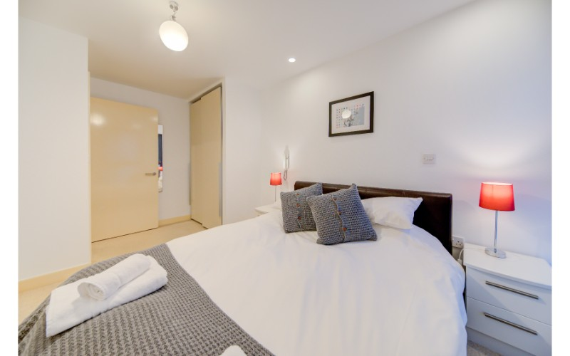 Bedroom at Finzels Reach Apartments - Citybase Apartments
