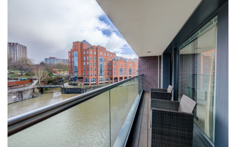 Balcony at Finzels Reach Apartments - Citybase Apartments