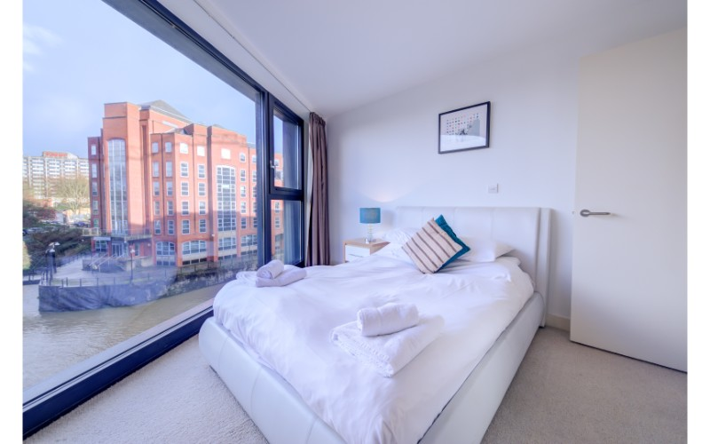 Large window view at Finzels Reach Apartments - Citybase Apartments