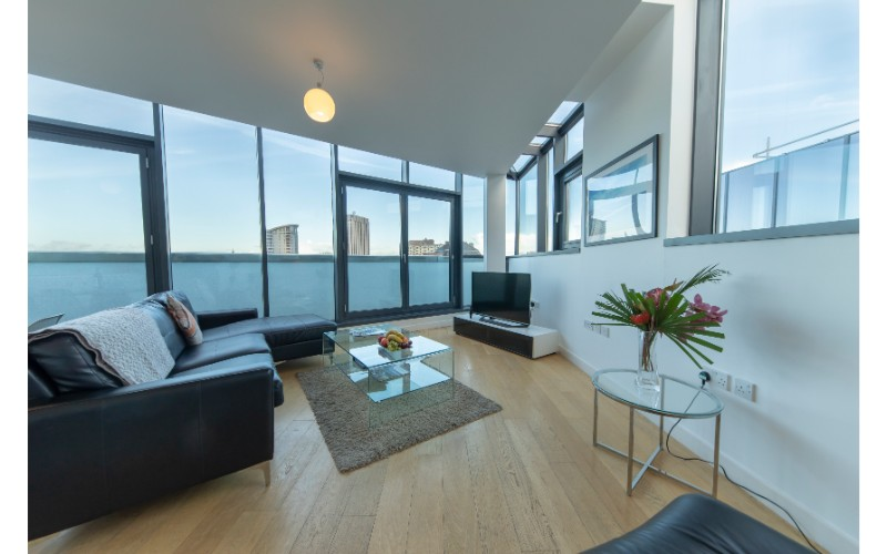 Lounge at Finzels Reach Apartments - Citybase Apartments