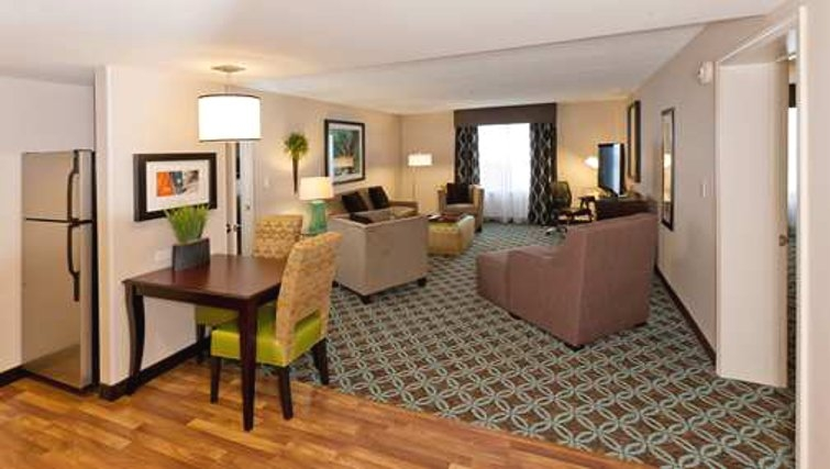 Modest living area in Homewood Suites Boston/Canton - Citybase Apartments