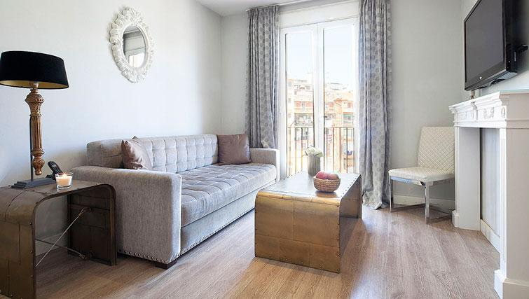 Bright living area in Grandom Suites Barcelona - Citybase Apartments