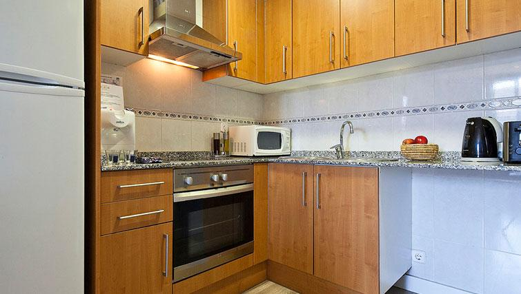 Kitchen at Grandom Suites Barcelona - Citybase Apartments