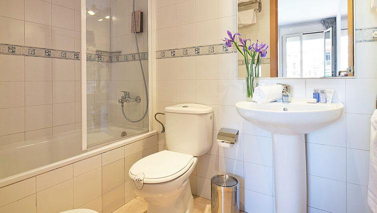 Bathroom in Grandom Suites Barcelona - Citybase Apartments