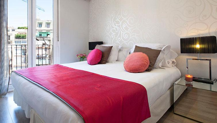 Double bed at Grandom Suites Barcelona - Citybase Apartments