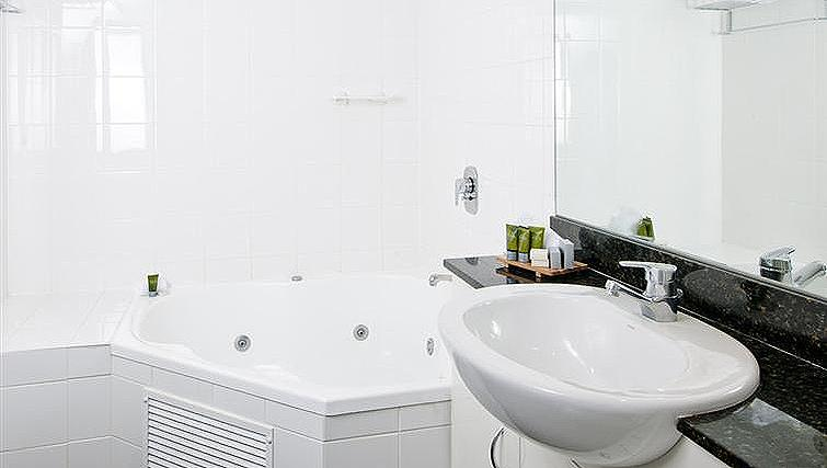 Bright bathroom at Mantra Parramatta - Citybase Apartments