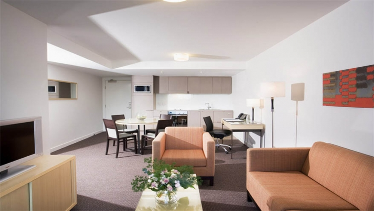 Spacious living area in Mantra South Bank - Citybase Apartments