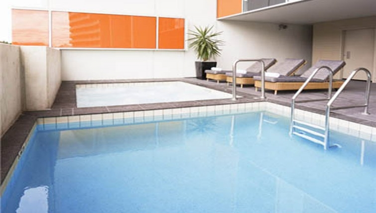 Inviting pool in Mantra South Bank - Citybase Apartments