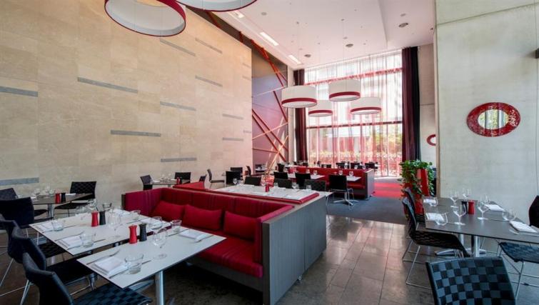 Stylish restaurant at Mantra South Bank - Citybase Apartments