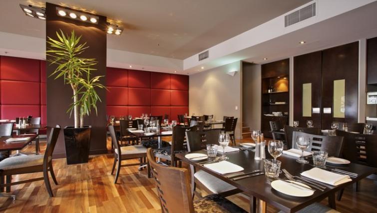 Restaurant at Mantra Hindmarsh Square - Citybase Apartments