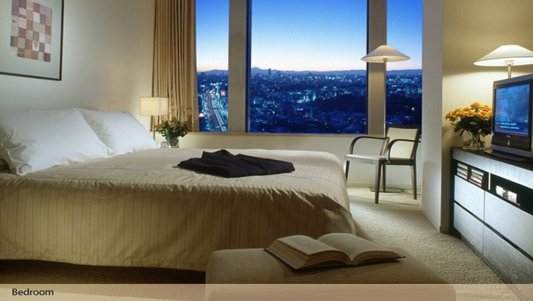 Spacious bedroom in Oakwood Residence Roppongi T-Cube Tokyo - Citybase Apartments