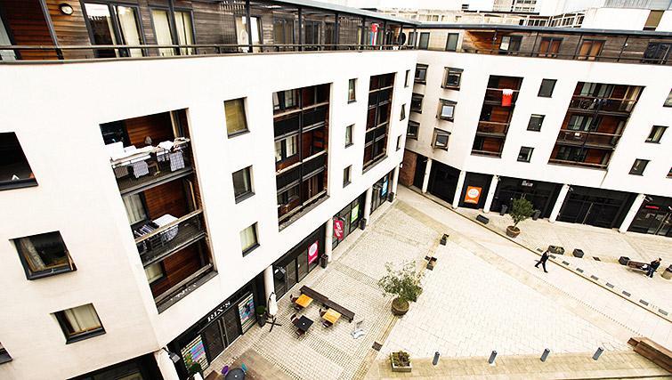 Exterior view of Fairfax Street Apartments - Citybase Apartments