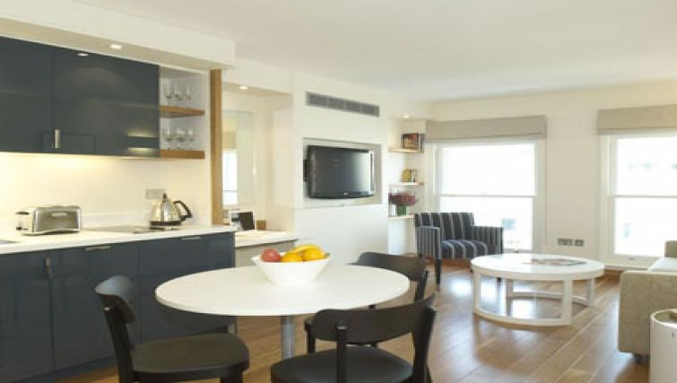 Mature dining area in Turnmill Street Apartments - Citybase Apartments