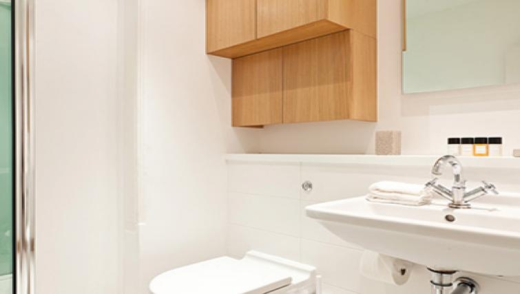 White bathroom in Doughty Street - Citybase Apartments