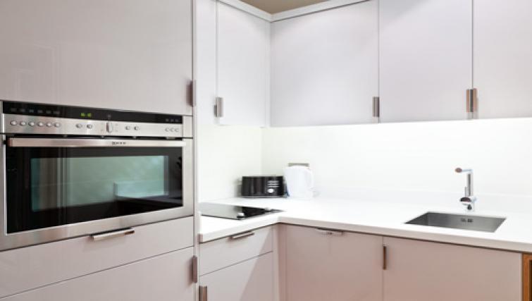 Pristine kitchen in Doughty Street - Citybase Apartments