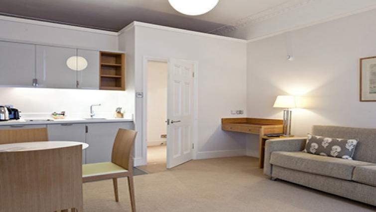 Lovely living area in Doughty Street - Citybase Apartments