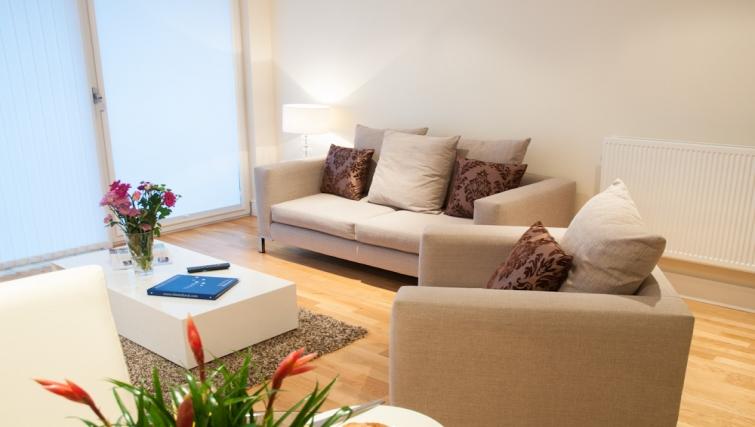 Bright living area at Clarendon Lanterns Court - Citybase Apartments