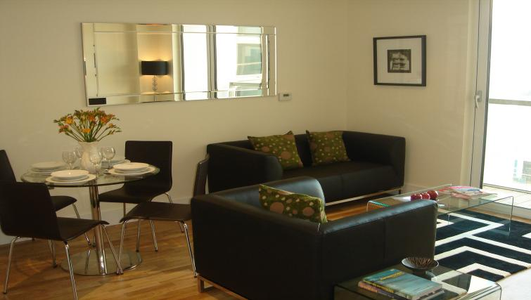 Lounge at Clarendon Lanterns Court - Citybase Apartments