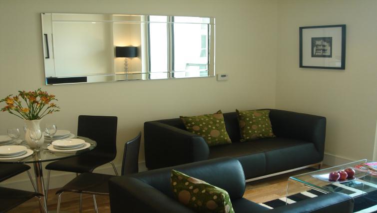 Sofas at Clarendon Lanterns Court - Citybase Apartments