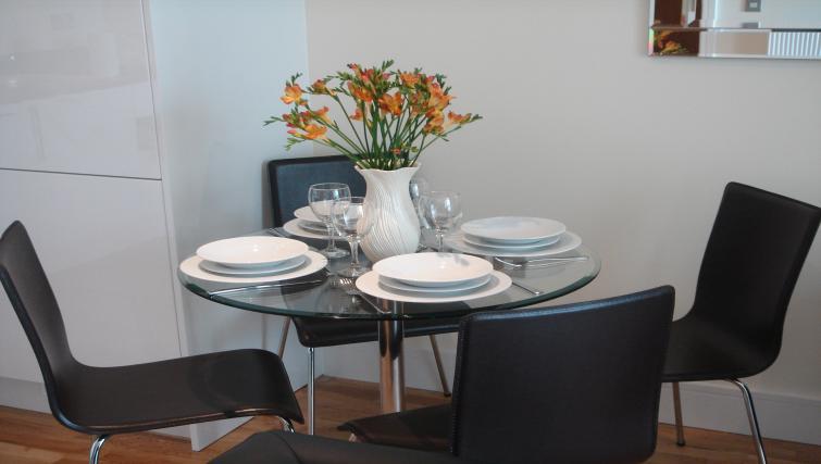 Dining at Clarendon Lanterns Court - Citybase Apartments