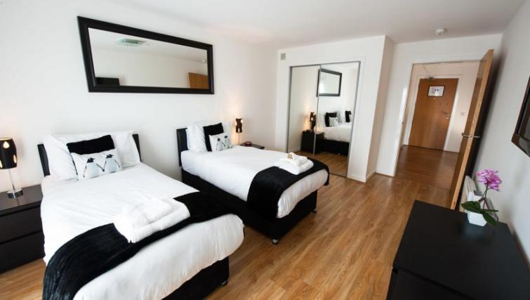 Twin beds at Westport Luxury Serviced Apartments - Citybase Apartments
