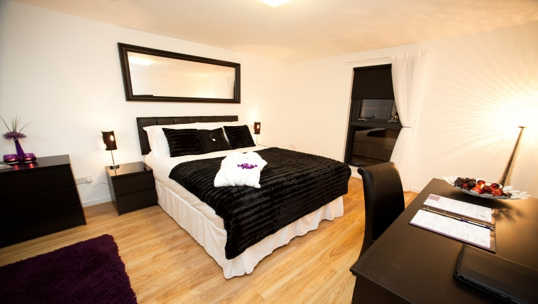 Bedroom at Westport Luxury Serviced Apartments - Citybase Apartments